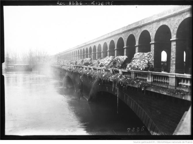 Janvier_1910_déchargement_des_ordures_viaduc d'auteuil.JPEG